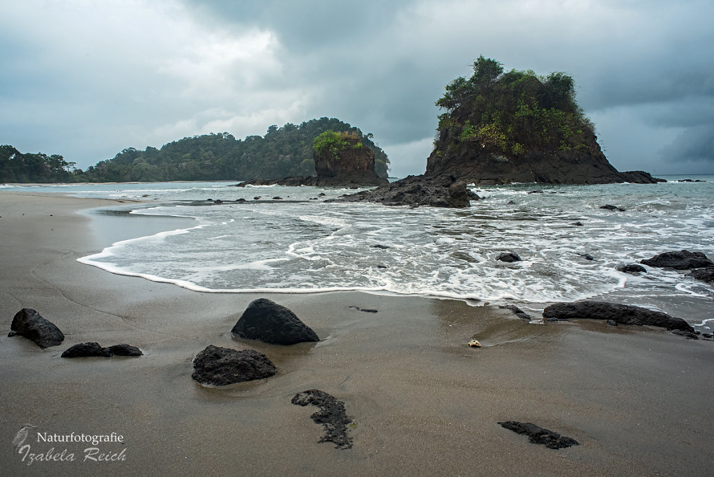 View on Pacific Ocean and isles in Nationalpark Manuel Antonio